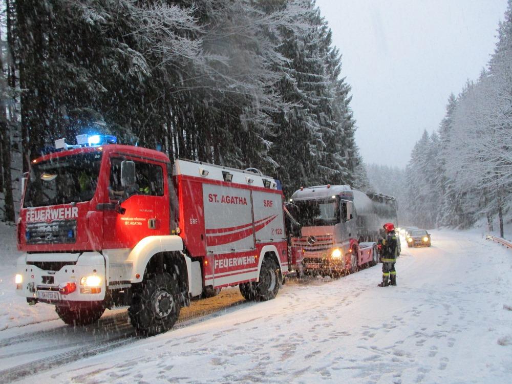 04012018 Schneefall Führt Zu Problemen Am Pötschenpass